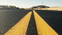 Silnice v Údolí smrti je nekonečná.
