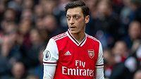 Německý fotbalista Mesut Özil nesouhlasí se snížením své odměny v době pandemie koronaviru.
