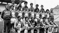 Otto Barič (v prostřední řadě vlevo) v roce 1984 jako trenér Rapidu Vídeň. Vlevo dole sedí Antonín Panenka.