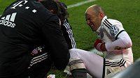 Zraněný záložník Bayernu Mnichov Arjen Robben.