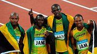Přijdou Jamajčané (zleva) Asafa Powell, Nesta Carter, Usain Bolt a Michael Frater o zlatou medaili kvůli dopingu Cartera?