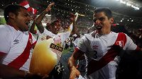 Fotbalisté Peru slaví postup na MS v Rusku.