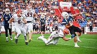 Kvůli pandemii koronaviru byl odložen začátek domácí ligové sezony amerického fotbalu, vedení soutěže ale věří, že se stihne odehrát celá.