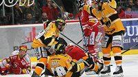 Radost litvínovských hokejistů z trefy Robina Hanzla.