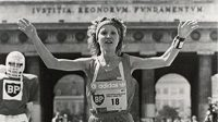 Carina překvapivě vítězí ve své domovské Vídni na maratonské distanci.