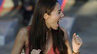 Jessica Michibata jásá, její přítel Jenson Button vyhrál Velkou cenu Austrálie.
