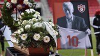 V Trnavě se konalo poslední rozloučení s bývalým československým fotbalovým reprezentantem Jozefem Adamcem, stříbrným medailistou z MS 1962 v Chile, který zemřel 24. prosince 2018 ve věku 76 let.