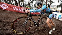 Belgická cyklokrosařka Femke van den Driesschová na trati závodu žen do 23 let na MS v Heusden-Zolderu.