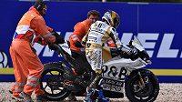 Český závodník Karel Abraham skončil v MotoGP při Velké ceně České republiky na osmnáctém místě. Při warmu-upu dokonce havaroval, se svým strojem se pere celou sezónu.