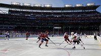 Celkový pohled na dějiště Winter Classic 2015, souboje mezi Washingtonem a Chicagem.