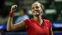 Vítězné gesto tenistky Petry Kvitové po vítězství nad Venus Williamsovou ze Spojených států.