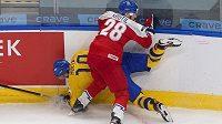 Obránce české hokejové dvacítky Michael Krutil umí přitvrdit, poznal to třeba Švéd Alexander Holtz. Mladý Čech teď dostal mistrovství světa v Edmontonu od disciplinární komise Mezinárodní hokejové federace (IIHF) trest na jeden zápas za faul na amerického útočníka Artura Kaliyeva.