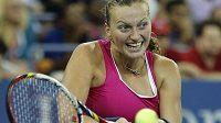 Petra Kvitová v duelu 4. kola US Open proti Francouzce Marion Bartoliové.