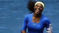 Serena Williamsová s trofejí pro vítězku turnaje v Madridu