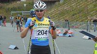 Lukáš Bauer při závodu na kolečkových lyžích v německém Oberhofu.