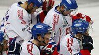 Smutek českých hokejistů po porážce se Švédskem v závěrečném utkání Channel One Cupu