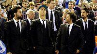 Ústřední postava Realu Madrid Cristiano Ronaldo (v čepici) a vpravo od něj jeho brazilský spoluhráč Marcelo.