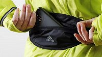 Běžecká ledvinka Adidas Run.