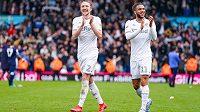 Druhá anglická nejvyšší soutěž nabízí pro fotbalisty i další zaměstnance klubů skvělé podmínky. Hráči vydělávají i přes sto milionů. Na snímku radující se hráči Leedsu.