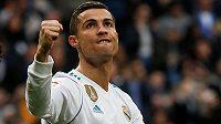 Cristiano Ronaldo slaví! Hvězda Realu Madrid pomohla v ligovém utkání s FC Sevilla svému týmu k vysoké výhře 5:0 dvěma trefami.