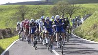Cyklisté na trati třetí etapy závodu Tirreno-Adriatico.