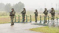 Vojenské cvičení v plné polní.