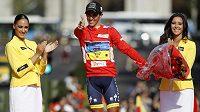 """""""Pistolník"""" Alberto Contador se raduje z triumfu na Vueltě."""