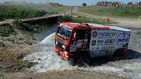 Z potůčků byly na trati Silk Way Rallye během dne řeky. Aleš Loprais se musel se svým kamiónem vypořádat s nástrahami přírody
