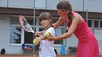 Tenisový trénink mladých nadějí - ilustrační foto