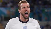 Anglický střelec Harry Kane slaví gól, který vstřelil Ukrajině ve čtvrtfinále EURO.