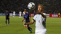 Japonec Keisuke Honda při utkání kvalifikace MS 2018 proti Kambodži