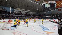 Čeští hokejisté se radují z gólu proti Švédsku v utkání EHT ve Znojmě.