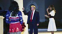 Prezident USA Donald Trump s manželkou v Palm Beach na Floridě.