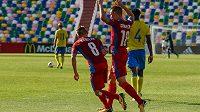 Česká devatenáctka vykročila do evropského šampionátu vítězně, neboť v Tbilisi porazila 2:1 Švédsko.