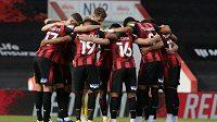Fotbalisté druholigového Bournemouthu uvedli, že gesto už nemá takový význam jako dřív