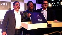 Pelé (uprostřed) představil svou novou knihu.