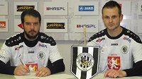 Tito a Martin Nosek (vpravo) posílí fotbalisty Hradce Králové.