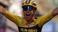 Belgický cyklista Wout Van Aert slaví triumf v závodu Gent-Wevelgem.