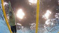 Americký plavec Ryan Lochte (vlevo) při rozplavbě štafety na 4x100 metrů volný způsob.
