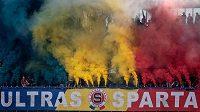 Fanoušci Sparty Praha a jejich dýmovnicové choreo během utkání 5. kola Fortuna ligy s Příbramí.