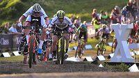 Závod SP v cross country horských kol v Novém Městě na Moravě. Zleva Mathieu Van der Poel z Nizozemska a Nino Schurter ze Švýcarska.