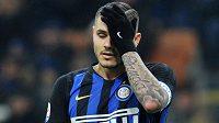 Zdrcený Mauro Icardi z Interu Milán po nečekané prohře s Boloňou.