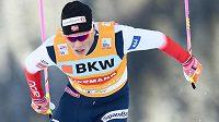 Nor Johannes Hösflot Klaebo se raduje z triumfu i v Davosu .
