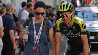 Roman Kreuziger z týmu Mitchelton-Scott během Gira 2018 s manželkou Michaelou před etapou s dojezdem na Monte Zoncolan.