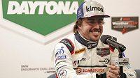 Fernando Alonso na tiskové konferenci před závodem v Daytoně.