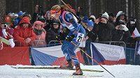 Gabriela Soukalová ve stíhacím závodu v rámci SP v biatlonu ve Vysočina areně.