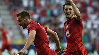 Zleva Marek Havlík a Milan Havel z České republiky se radují z druhého gólu proti Itálii.