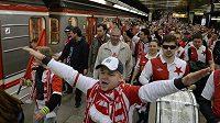 Někteří slávističtí fanoušci se na derby přepravili raději metrem