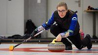 Skipka českého curlingového týmu Anna Kubešková.