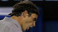 Roger Federer po vítězném úderu v duelu s Jo-Wilfriedem Tsongou.